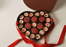 Valentines-Day-Chocolate-Gift-Box-Love-Heart-Arrangement